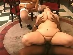 Two fat housewifes enjoy blackie
