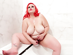 Nice-looking BBW April tries on lingerie, masturbates in bath