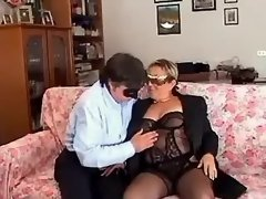 Man licks out pussy of chubby lady